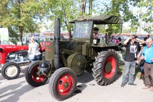 Łącznie 20.09 na terenie targowiska przy ul. Gierdziejewskiego zgromadziło się kilkadziesiąt wspaniałych ciągników fot. Tomasz Kuchta
