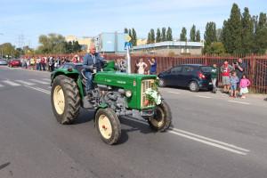 Kulminacyjnym punktem wydarzenia był przejazd zabytkowych ciągników ulicami Warszawy fot. Tomasz Kuchta