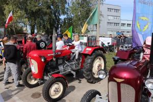 Najmłodsi uczestnicy mieli zdecydowanie największą frajdę z możliwości wcielenia się w rolę operatorów zabytkowych ciągników fot. Tomasz Kuchta