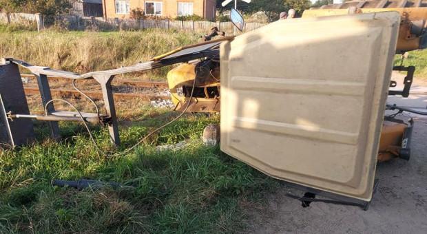 Zderzenie ciągnika z pociągiem na przejeździe