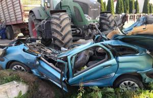 Kobieta kierująca autem zginęła na miejscu, Foto: OSP Zawidz