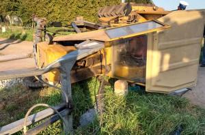 Ciągnik ściągały z torów 4 zastępy strażaków, Foto: OSP Zawidz
