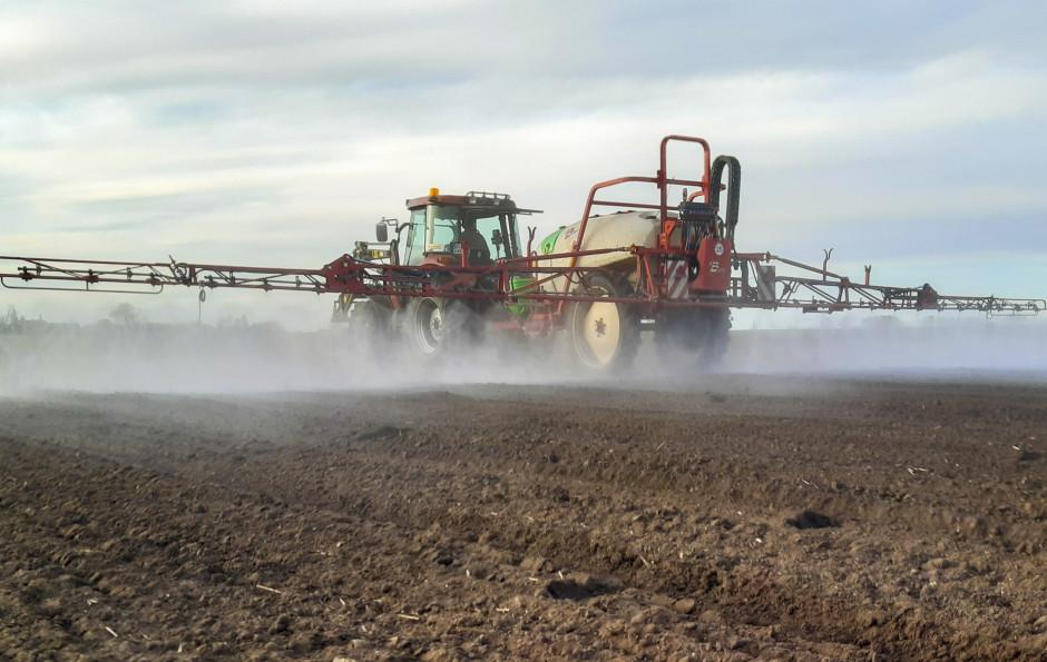 Ważne, by herbicydy doglebowe stosować nastarannie uprawioną glebę (bezgrud). W przeciwnym razie musimy się liczyć zesłabszym działaniem stosowanego preparatu