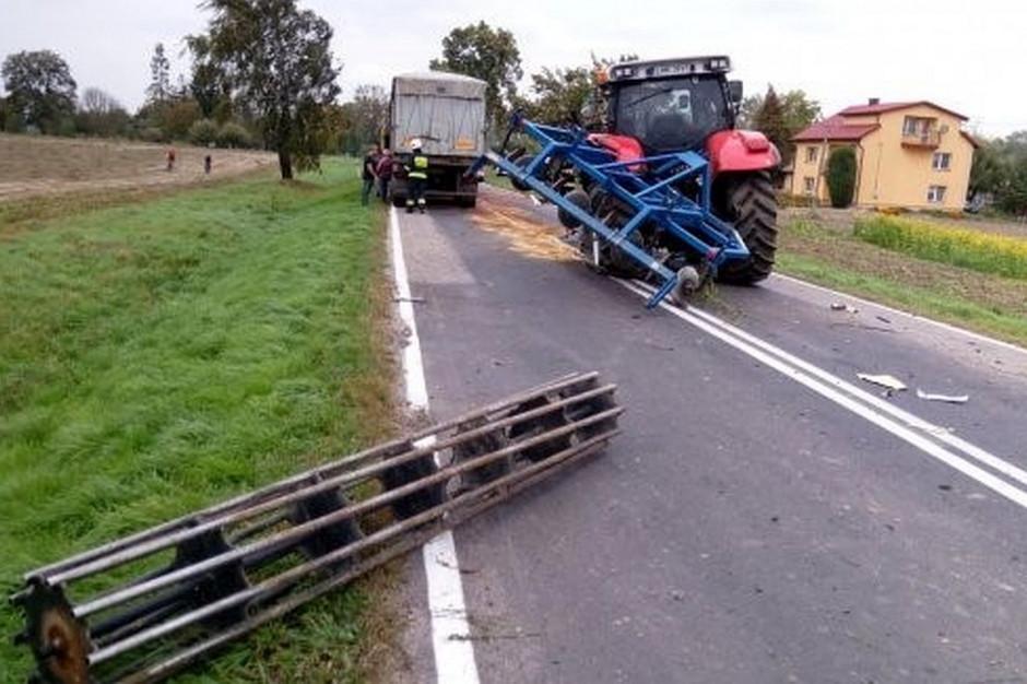 Ciężarówka uderzyła w sprzęt uprawowy doczepiony do ciągnika, Foto: PSP Hrubieszów