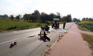Po kolizji we wsi Prehoryłe Ursus C330 rozpadł się na części, Foto: PSP Hrubieszów
