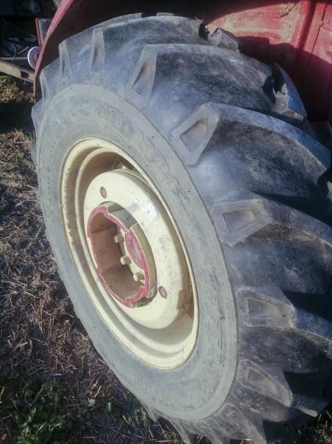 Stan opon maszyn rolniczych to także nasze bezpieczeństwo fot. archiwum Farmer