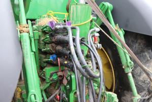 Catros wymaga 3 par wyjść hydraulicznych:  do podnoszenia kół transportowych, składania maszyny oraz do regulacji głębokości roboczej