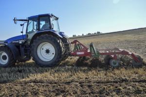 Szybka uprawa ścierniska poprawia stan gleby, coułatwia wykonanie kolejnych zabiegów; Fot. Katarzyna Szulc