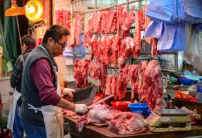Wieprzowina jest najważniejszym mięsem wdiecie Chińczyków. Daleko potem jest drób (głównie drób kurzy), ajeszcze na dalszych miejscach wołowina ibaranina.Ponadto wieprzowina ze względu na swoją skalę produkcyjną ikonsumencką jest jedynym mięsem wkoszyku inflacji CPI (Consumer Price Index)