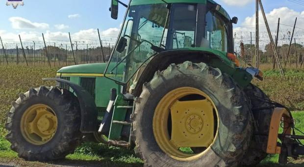 Wyprzedzanie zakończyło się na traktorze