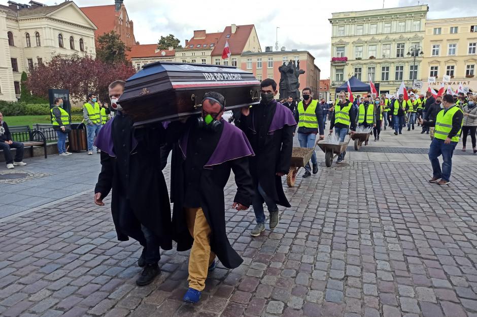 Przemarsz z rynku w Bydgoszczy fot. Michał Nowacki