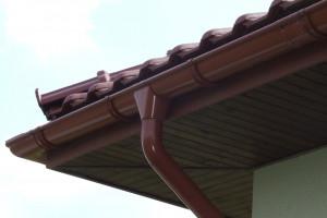 Co wpływa na trwałość systemu orynnowania domu?