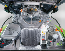 Kabina zapewnia dobry komfort i dobrą widoczność we wszystkich kierunkach