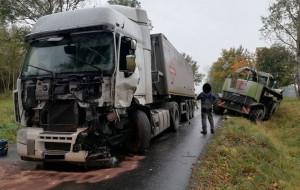 Zderzenie ciężarówki z sieczkarnią samojezdną pod Braniewem, w woj. warmińsko-mazurskim, Foto: KP PSP Braniewo