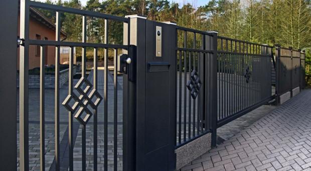 Jak zaplanować komfortowe i funkcjonalne ogrodzenie domu?