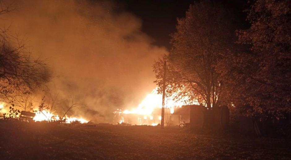 Policjanci ratowali z pożaru gospodarza i zwierzęta