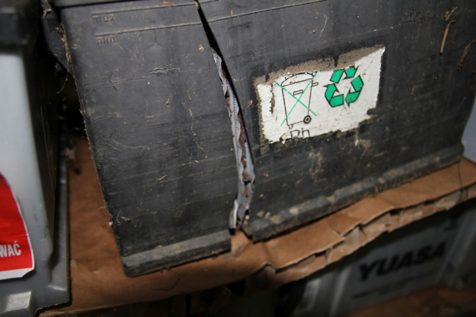 Rozerwany akumulator po wybuchu, fot AŁ