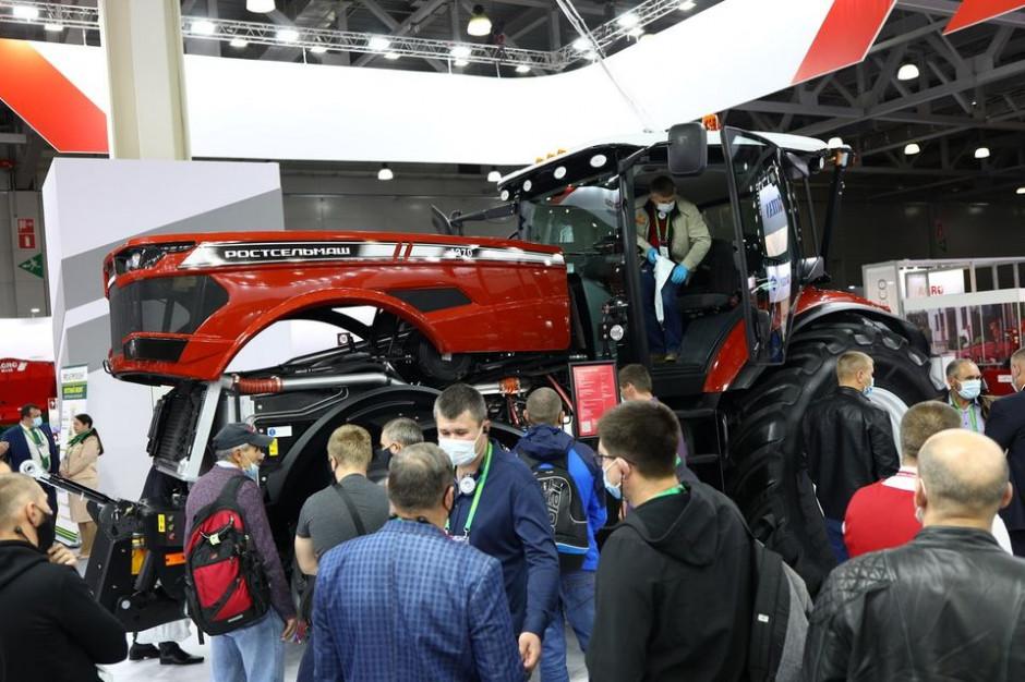 Ciągnik Rostselmash RSM 1370 to jedna z wielu nowości zaprezentowanych przez firmę na moskiewskim Agrosalonie-2020, fot. mat. prasowe