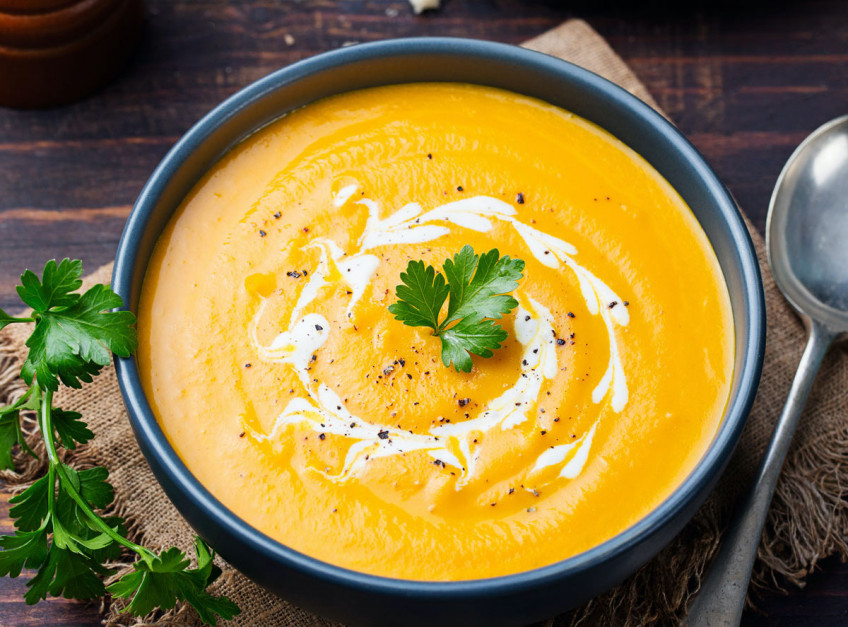 Rozgrzewająca zupa z czerwonych warzyw, fot. Shutterstock