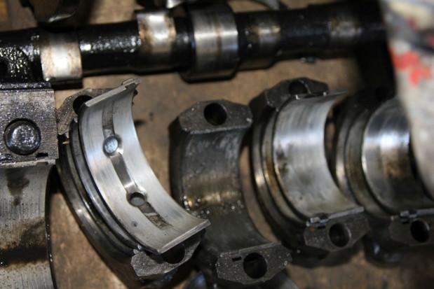 Zużyte panewki wału silnika D-240 MTZ