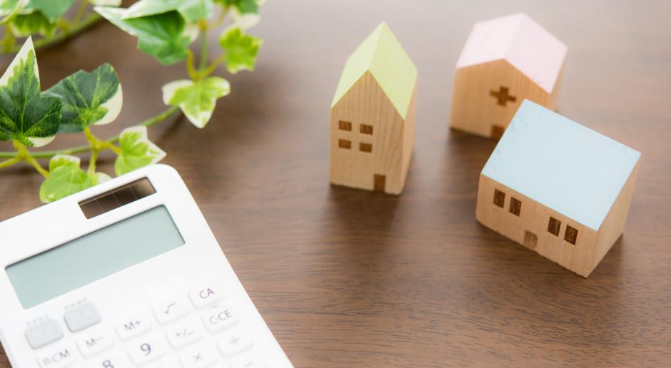 Jak oszczędzić przy zakupie pompy ciepła lub fotowoltaiki dzięki termoizolacji domu?