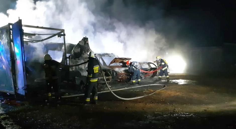 Pięć samochodów spłonęło w pożarze tartaku