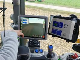 Ciekawą funkcją jest możliwość wykorzystania tabletu lub smartfona jako drugiego monitora. Wtraktorze rozbudowano też m.in. funkcjonalności systemu nawigacji, Isobus czy zdalnego wsparcia operatora