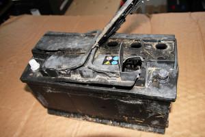 Akumulator po eksplozji. Winne zaniedbania wobsłudze