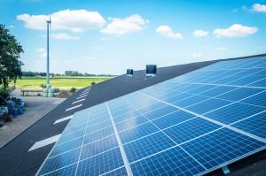 Połączenie instalacji fotowoltaicznej iwiatrowej wgospodarstwie rolnym pozwoli na stabilną produkcję energii przez cały rok, przy zachowaniu najniższych kosztów inwestycyjnych, wodniesieniu do każdej kWh  wytworzonej energii