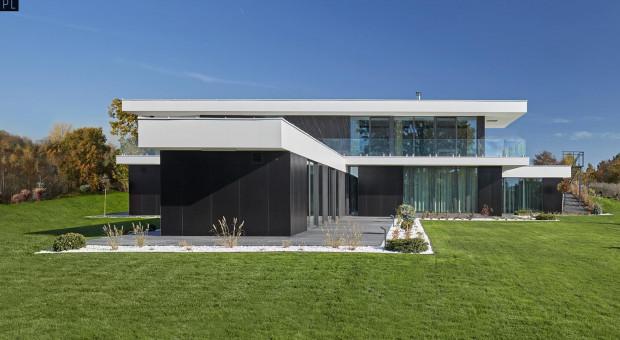 Prosty i ponadczasowy dom inspirowany modernistycznymi pawilonami