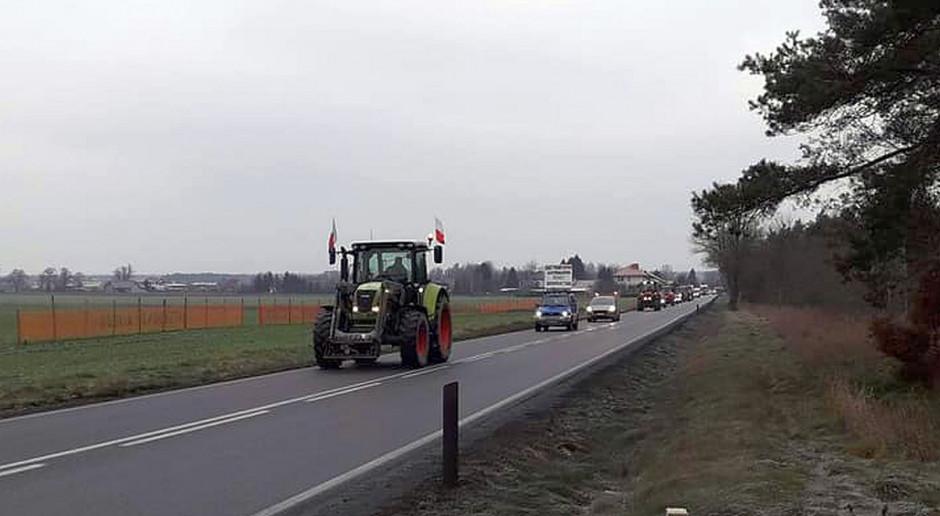 Rolniczy protest na drodze krajowej nr 16 pod Ostrodą