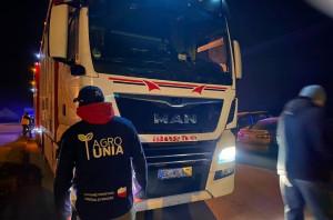 Uczestnicy rolniczej akcji zatrzymali ciężarówki z tucznikami pod wielkopolska ubojnią, Foto: Rolnicy