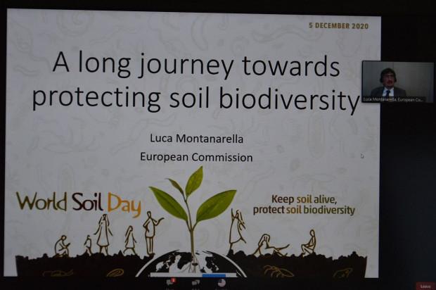 Luca Montanarella nagrodzony wyróżnieniem Glinka World Soil Prize 2020 podczas konferencji on-line z okazji Światowego Dnia Gleby, przedstawił rolę różnorodności biologicznej gleby Fot. Katarzyna Szulc