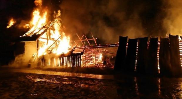 W gospodarstwie spłonęły budynki i maszyny rolnicze