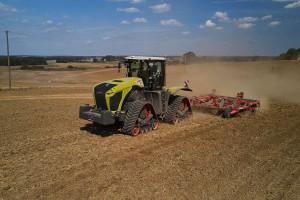 W czasie pracy zarówno w płytkiej, jak i głębokiej uprawie Claas Xerion TS 5000 mógł pochwalić się stosunkowo niskim zużyciem paliwa. fot. mat. prasowe