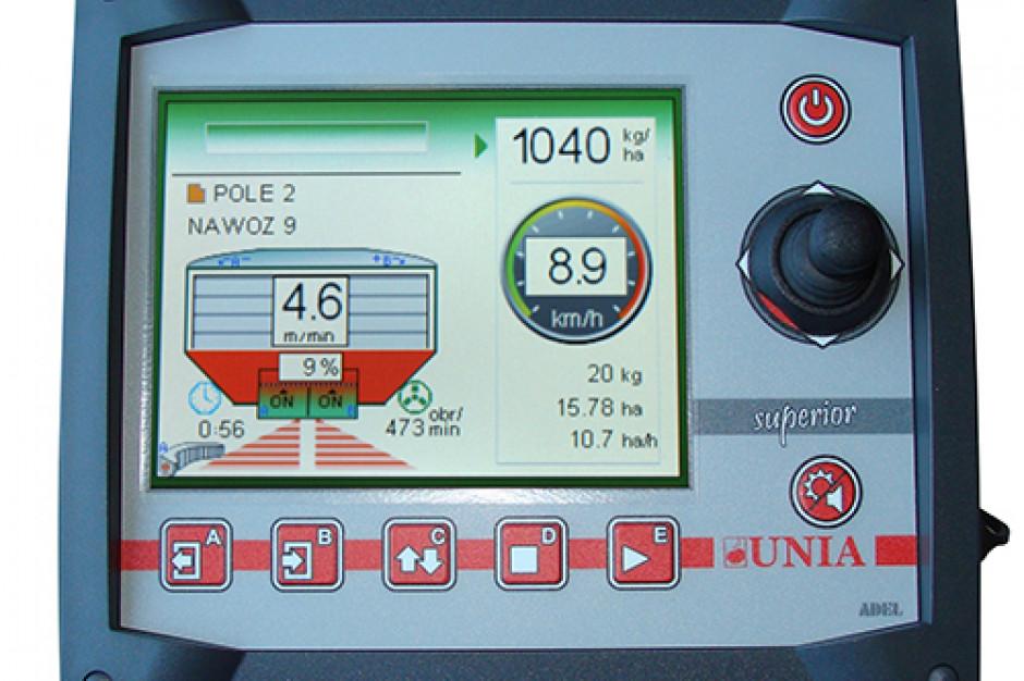 Komputer SUPERIOR odpowiada za kontrolę wszystkich funkcji rozsiewacza RCW HELIX - od utrzymania dawki wysiewu po sterowanie hydrauliką roboczą, fot. Unia