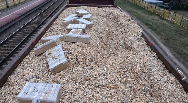 Papierosy przemycane w drewnianych zrębkach