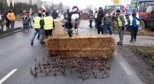 Rolnicy protestują na drodze krajowej nr 15 (Aktualizacja)