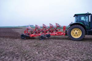 Pług Kuhn Vari-Master L Smart Ploughing - jedyny w swoim rodzaju