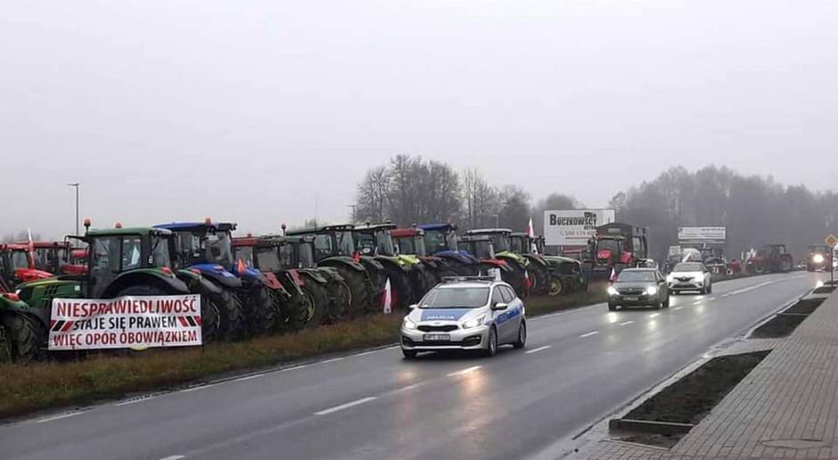 Rolnicy sprzątnęli obornik, droga w Bratianie przejezdna