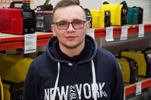 Jakub Eger ze sklepu ToolBox do typowych prac wgospodarstwie poleca spawarki zamperażem  co najmniej 250Azasilanych zgniazd 400V