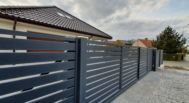 Jak zamontować szeroką 6-metrową bramę wjazdową?