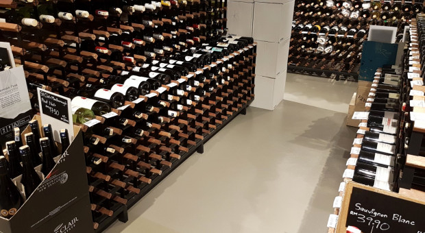 Jakie wymagania musi spełnić posadzka w winiarni?