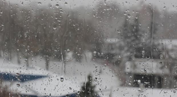 Nadchodzi ochłodzenie: deszcz ze śniegiem na północy, w górach wiatr do 65 km/h