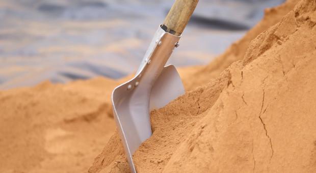 Nielegalne wydobycie piasku niszczy wały przeciwpowodziowe i zagraża uprawom
