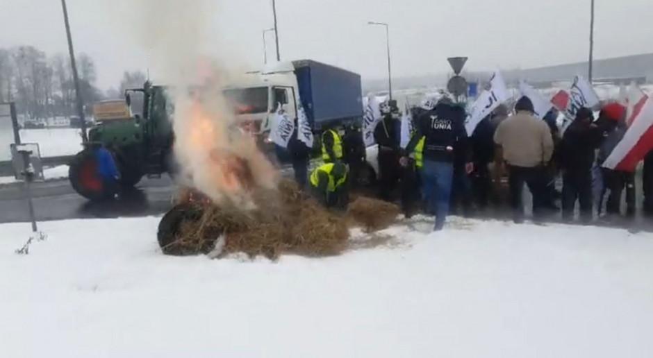 Łódzkie: Rolnicy z Agrounii blokowali rondo pod Strykowem