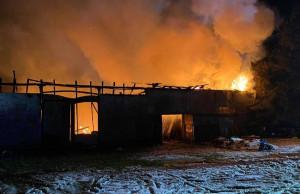 Spłonął budynek o powierzchni 450m kwadratowych, Foto: PSP Lębork
