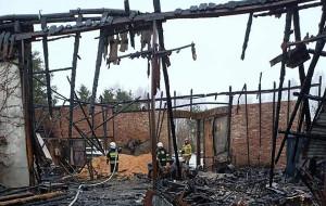 Budynek spłonął doszczętnie razem ze sprzętem i ciągnikami wewnątrz,Foto: OSP Tawęcino
