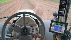 John Deere 6155M wwersji zmonitorem isystemem automatycznego prowadzenia