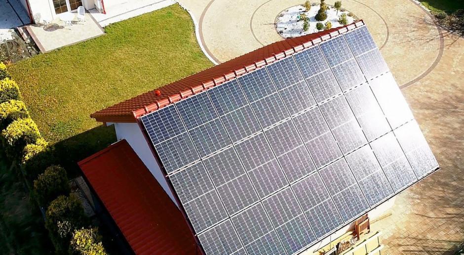 Jaka wielkość i waga paneli fotowoltaicznych na dachu domu?